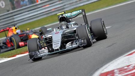 Pembalap tim Mercedes, Nico Rosberg saat berada di lintasan balap. - INDOSPORT