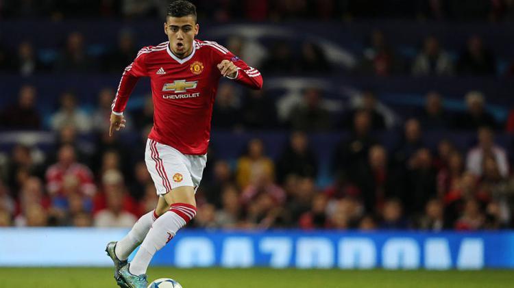 Andreas Pereira mengontrol bola saat di Man United, sebelum dipinjamkan ke Granada CF. Copyright: INTERNET