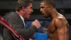 Indosport - Rocky (Sylvester Stallone) dan Adonis Johnson (Michael B. Jordan) dalam film Creed.