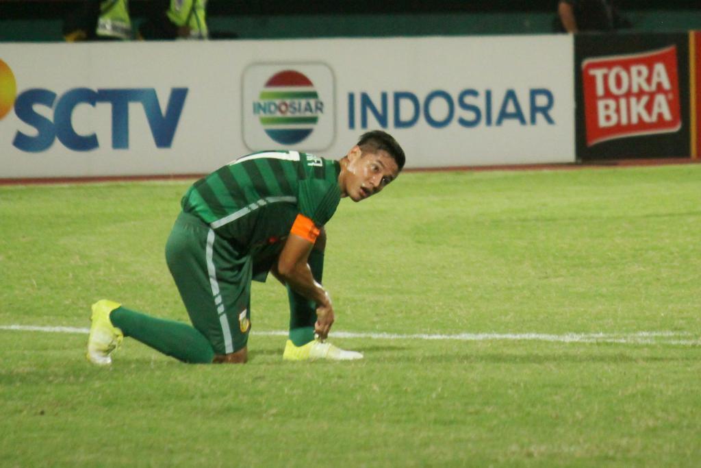 Bek tengah Bhayangkara Surabaya United, Indra Kahfi Ardhiyaksa. Copyright: INTERNET