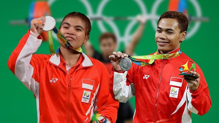 Atlet angkat besi, Sri Wahyuni (kiri) dan Eko Yuli Irawan peraih medali perak di Olimpiade 2016. Copyright: INDOSPORT/INTERNET