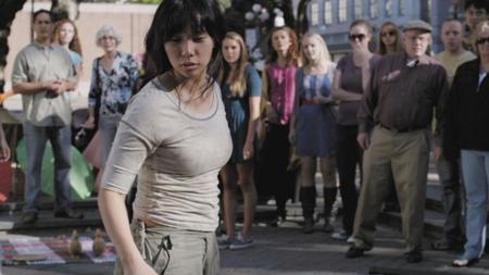 Livi Zheng juga sempat menjadi seorang stuntwoman sebelum mengawali karier sebagai sineas. - INDOSPORT
