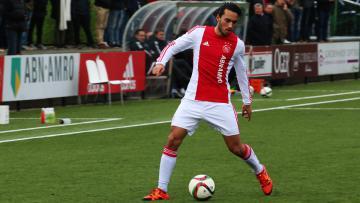 Aksi pemain Ajax Amsterdam keturunan Indonesia, Ezra Walian saat mengontrol bola.