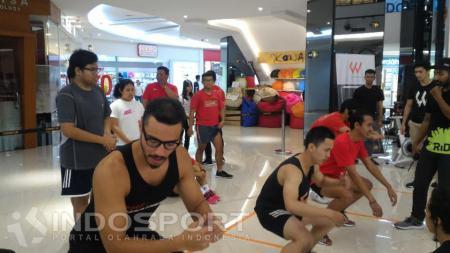 Salah satu kegiatan Workout Embassy. - INDOSPORT