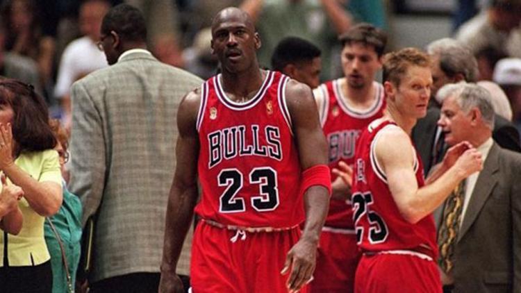 Michael Jordan saat tampil membela Chichago Bulls di Final NBA 1997 Copyright: Internet