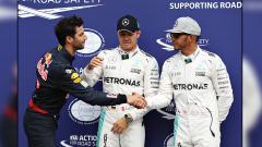 Indosport - Daniel Ricciardo siap membuat Lewis Hamilton kesulitan di musim balap Formula 1.