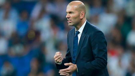 Zinedine Zidane kemungkinan tidak bisa memainkan Pepe saat menghadapi Legia Warsawa akibat cedera. - INDOSPORT