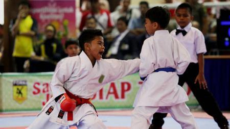 Ilustrasi anak usia sepuluh tahun mengikuti lomba dunia Karate. - INDOSPORT