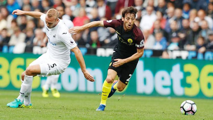 Aklsi David Silva saat Man City bertandang ke Swansea City pada 24/09/16. Copyright: INTERNET