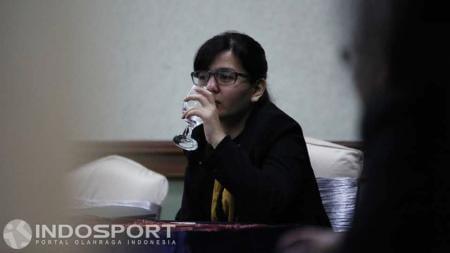 Direktur kompetisi PT GTS, Ratu Tisha saat menghadiri acara Evaluasi Perangkat Pertandingan dan Sosialisasi Laws of The Game. - INDOSPORT