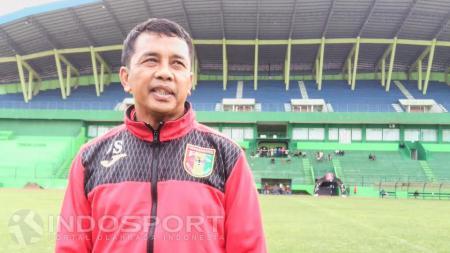 Pelatih Mitra Kukar, Jafri Sastra menyebut timnya akan melakukan seleksi kepada satu pemain asing. - INDOSPORT
