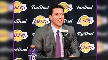 Luke Walton, pelatih LA Lakers. - INDOSPORT
