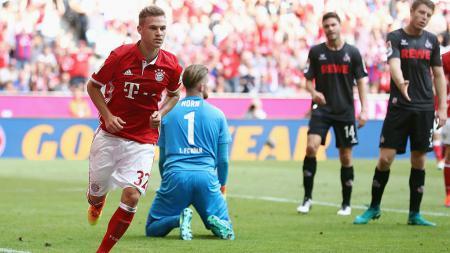 Joshua Kimmich mencetak gol saat laga Bayern Munchen melawan Koln. - INDOSPORT
