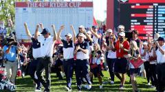Indosport - Tim Amerika Serikat merayakan kemenangan di Piala Ryder.