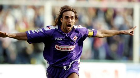 Momen Gabriel Batistuta saat masih berkostum Fiorentina. - INDOSPORT
