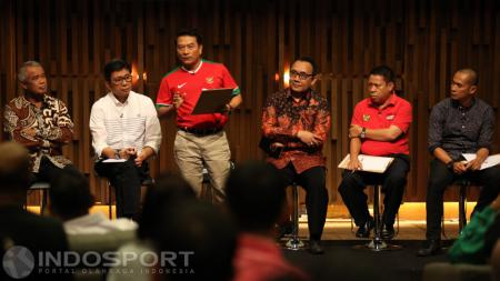 Calon Ketua Umum PSSI, Moeldoko saat memberikan keterangan di acara debat hari ini. - INDOSPORT