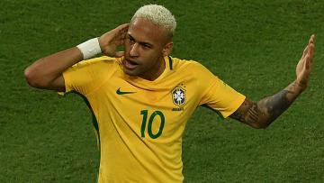 Aksi selebrasi Neymar setelah mencetak gol ke gawang Bolivia.