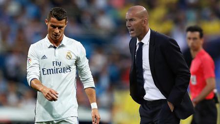 Pemain megabintang Real Madrid, Cristiano Ronaldo dan pelatih, Zinedine Zidane. - INDOSPORT
