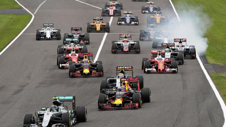 Para pembalap Formula 1 saat beradu di GP Jepang. - INDOSPORT