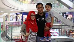 Indosport - Gunawan Dwi Cahyo dan keluarganya.