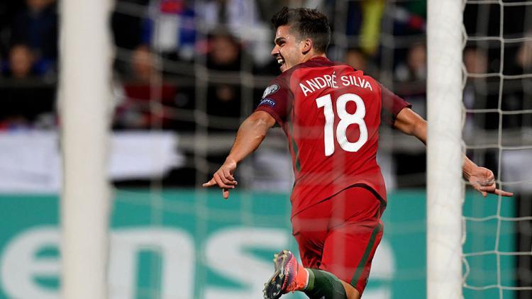 Andre Silva berlari untuk melakukan selebrasi usai mencetak gol pembuka Copyright: INTERNET