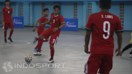 Para pemain Timnas Futsal Indonesia saat melakukan pemusatan latihan di Surabaya - INDOSPORT