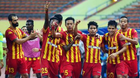 Andik Vermansyah (ke-3 dari kanan) saat selebrasi bersama rekan setim di Selangor FA. - INDOSPORT