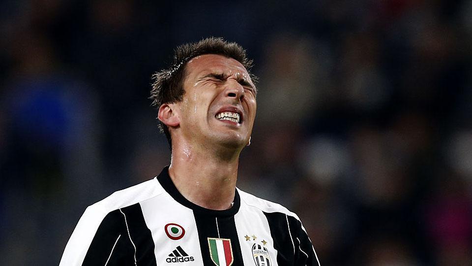 Ekspresi wajah Mario Mandzukic setelah timnya tertinggal 1-0 atas Udinese. Copyright: INTERNET