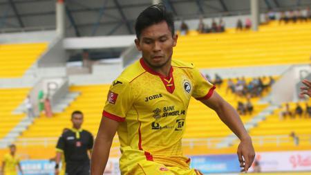 Gelandang muda Sriwijaya FC, Ichsan Kurniawan saat melawan Perseru Serui. - INDOSPORT
