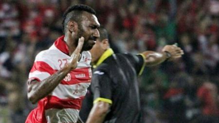 Penyerang Madura United, Patrich Wanggai - INDOSPORT