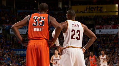 Kevin Durant dan LeBron James menjadi pemain termahal di NBA. - INDOSPORT
