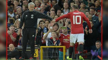 Jose Mourinho (kiri) dan Wayne Rooney - INDOSPORT