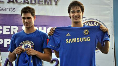 James Younghusband (kanan) dan Phil Younghusband - INDOSPORT