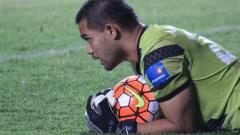 Indosport - Kiper Persija Jakarta, Andritany Ardhiyasa saat sedang menangkap bola.