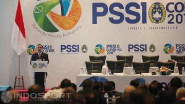 Ketua Koni Tono Suratman memberi sambutan pada pembukan Kongres PSSI 2016.