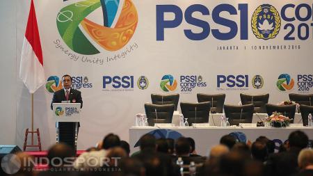 Ketua Koni Tono Suratman memberi sambutan pada pembukan Kongres PSSI 2016. - INDOSPORT