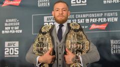 Indosport - Conor McGregor saat konferensi pers.