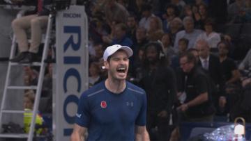 Andy Murray berteriak setelah memenangkan laga ATP World Tour Finals 2016.