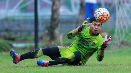 Kiper Persib Bandung, Muhammad Natshir Fadhil Mahbuby. - INDOSPORT