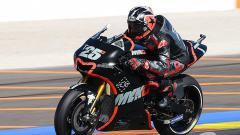 Indosport - Maverick Vinales saat menguji motor bersama tim barunya, Yamaha.