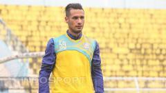 Indosport - Raphael Maitimo saat menjalani latihan.
