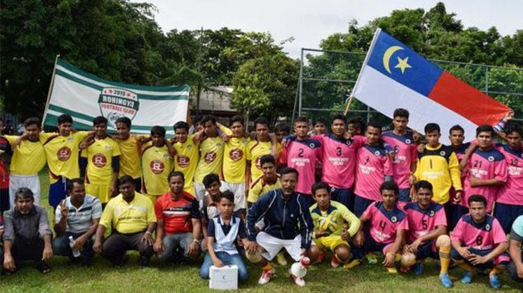 Salah satu klub etnis Rohingya saat bertanding sepakbola di Malaysia. Copyright: INTERNET