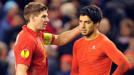 Steven Gerrard dan Luis Suarez saat masih membela Liverpool. - INDOSPORT