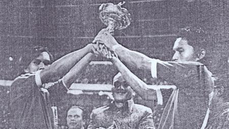 Persija Jakarta dan PSMS Medan juara perserikatan 1975. - INDOSPORT