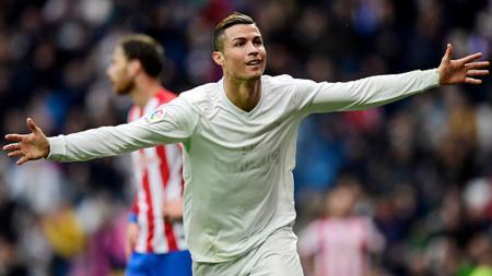 Cristiano Ronaldo melakukan selebrasi usai cetak gol ke gawang Sporting Gijon. - INDOSPORT