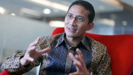 Menteri Sandiaga Salahuddin Uno memberikan dukungan penuh untuk Pertamina Mandalika SAG Team yang berlaga di ajang Moto2 2021. - INDOSPORT