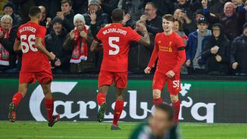 Para pemain Liverpool merayakan gol yang dicetak Ben Woodburn ke gawang Leeds United.