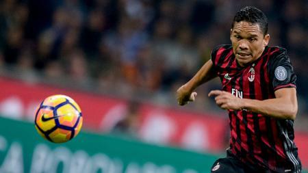 Carlos Bacca masih ingin berkostum AC Milan. - INDOSPORT