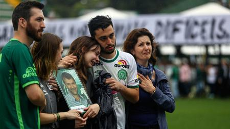 Chapecoense berduka setelah mengalami kecelakaan pesawat. - INDOSPORT