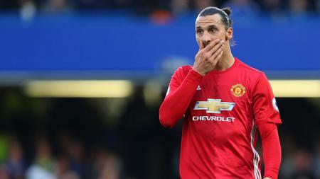 Zlatan Ibrahimovic pada laga melawan Chelsea (23/10/16). - INDOSPORT